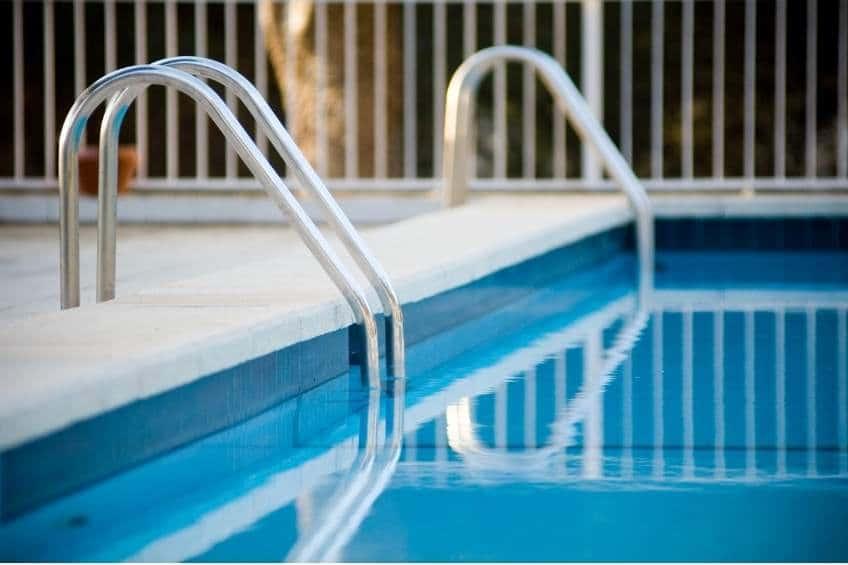 Cerramiento de piscina y decoración: todo lo que debes saber